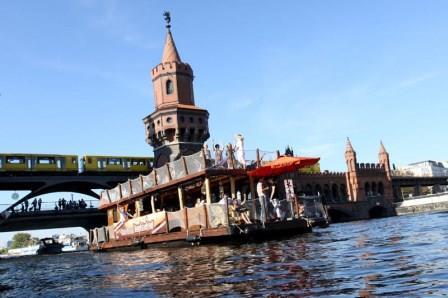 Teamevent Berlin Floß und Boot