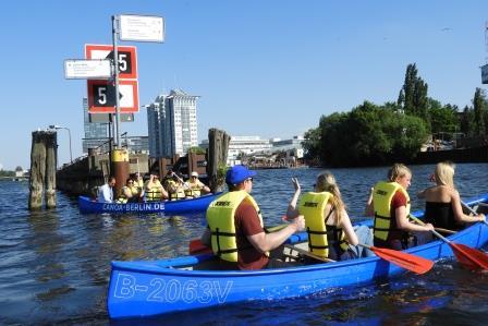 Teamevent auf dem Wasser Kanufahren