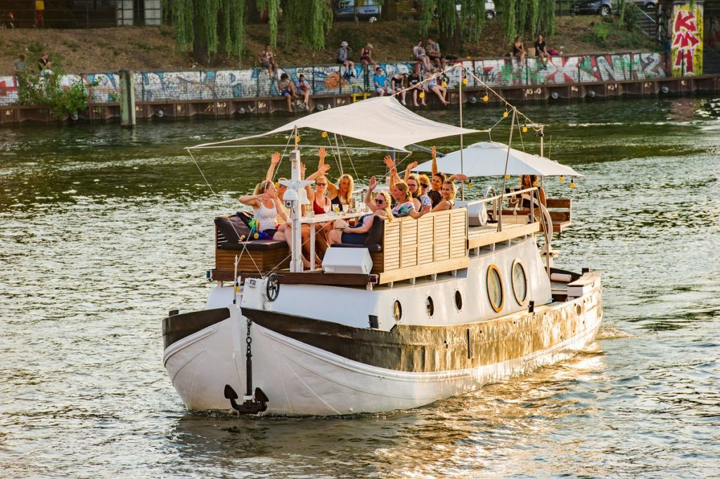 Boot mieten Berlin für Betriebsausflug